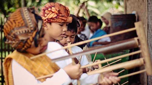 Saung-Angklung-Udjo-bandung-java-indonesia